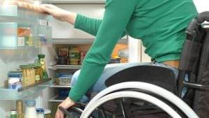 Unterbau- oder Standkühlschrank machen in der barrierefreien Küche selten Sinn. Ausnahmen gibt es schon.
